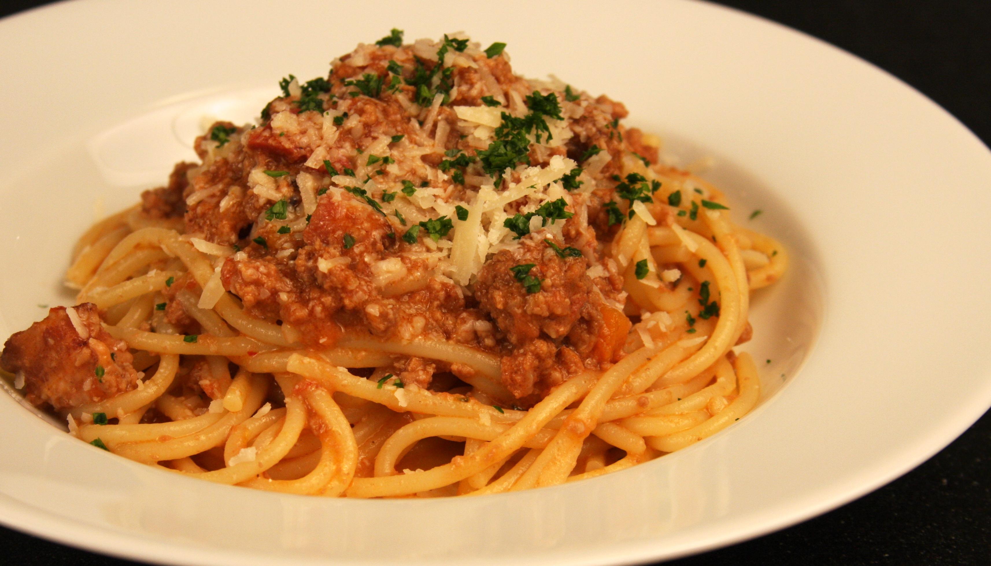 spaghetti bolognese spaghetti bolognese a firm spaghetti bolognese on ...